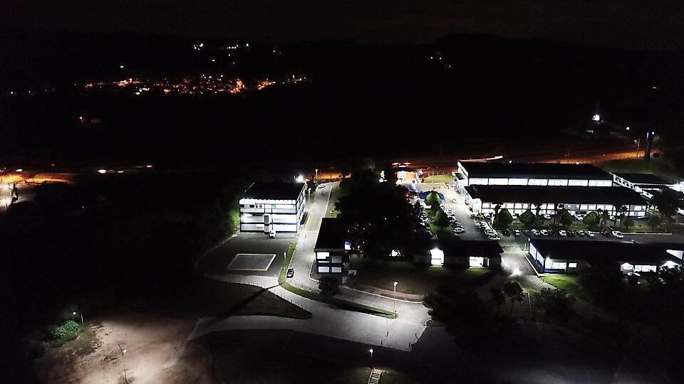 Foto aérea noturna do UNIFIA.